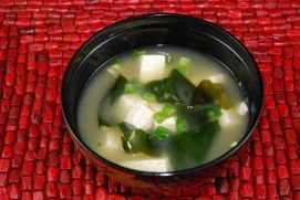 Tofu and Seaweed Miso Soup with Ajinomoto Hondashi