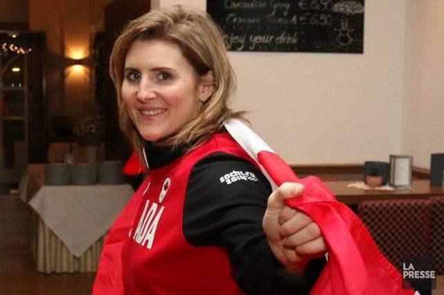 À ses cinquièmes Jeux olympiques, Hayley Wickenheiser portera le drapeau pour le Canada à la cérémonie d'ouverture des jeux de Sotchi.