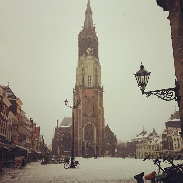 Nieuwe kerk in de sneeuw