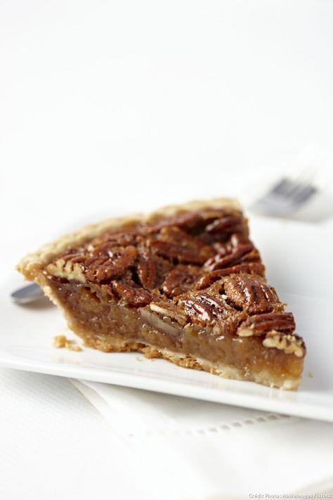 """La """"pecan pie"""" est un dessert traditionnel américain. Vous pouvez utiliser du miel de sapin et même ajouter un peu de sirop d'érable à la préparation."""