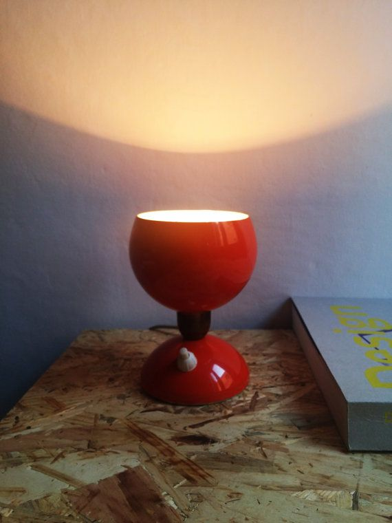 Ehi, ho trovato questa fantastica inserzione di Etsy su https://www.etsy.com/it/listing/264639982/lampada-da-tavolo-abat-jour-arancione