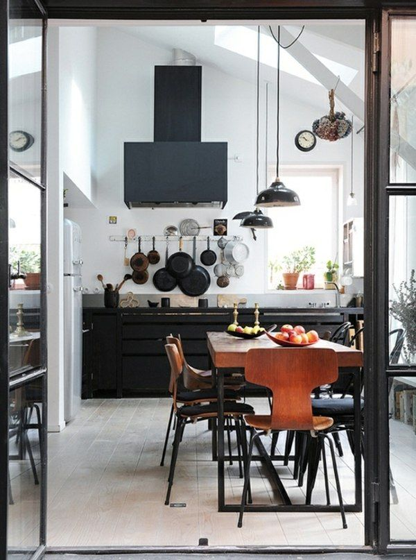 Schwarze Küchentheke  Skandinavischer Stil