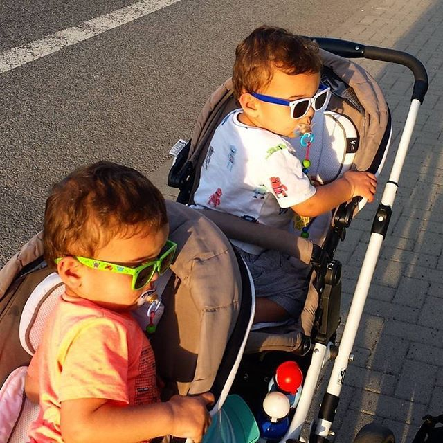 Manche mögen's heiß. Kommt gut durch den Sommer! / Some Like It Hot. Beat the Heat! Thanks to @mariechristines #abcdesign #abcdesign_zoom #zoom #thinkbaby #stroller #double #pushchair #instagood #walk #sun #outside #sunglasses #fun #sweet #twins #siblings #brother #little #kid #baby #mom #motherlove #familytime #photooftheday #babyphotooftheday