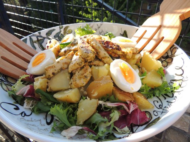 Pesto chicken salad with soft boiled egg and garlic potato > http://saltandpepperpots.wordpress.com/2013/08/15/recipe-pesto-chicken-salad-with-garlic-tossed-potatoes-and-soft-boiled-egg/