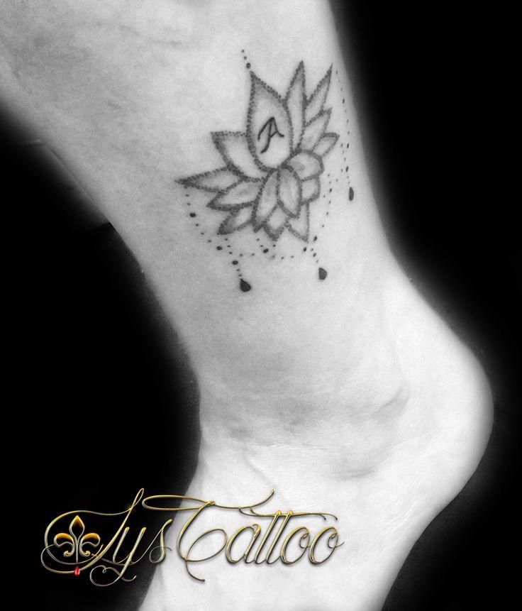 tatouage cheville femme fleur de lotus avec perles et lettre a en dotwork by lys tattoo votre. Black Bedroom Furniture Sets. Home Design Ideas