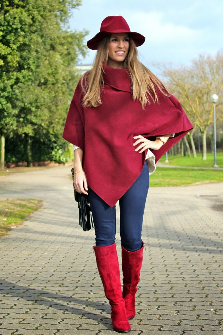 marsala, burgundy, fedora, knee boots, poncho http://www.mitacondequitaypon.com/2015/01/total-burgundy.html