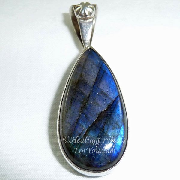 Labradorite Crystal Meaning Use Want To Awaken Your Magical Powers Crystals Healing Crystals For You Stones Crystals