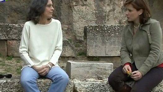 """Η εκπομπή """"Μετα-Μουσείο"""" και η αρχαιολόγος Καλλιόπη Παπαγγελή μας ξεναγούν στον τόπο που γεννήθηκαν τα Ελευσίνια Μυστήρια. - - - The tv programme """"Meta-Μusío"""" (Meta-Museum) and the archaeologist Calliope Papaggeli guide us where the Eleusinian Mysteries were born."""