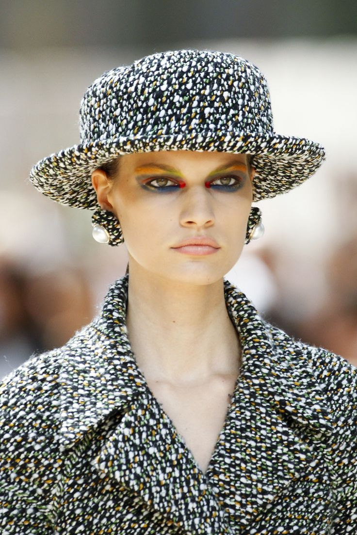See the details from Chanel's Fall 2017 haute couture collection.