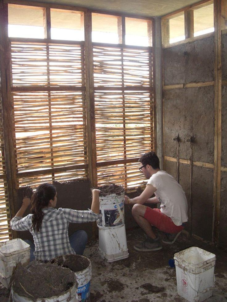 Guadalajara, México: un edificio comunitario de muros de bahareque y celosía de carrizo