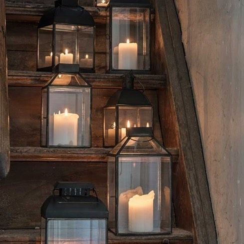 Современный дизайнер лампы даст шикарный номер, и позволяют устанавливать по своему усмотрению. Что касается внимания, как правило, она используется, чтобы подчеркнуть определенные зоны комнаты, чтобы подчеркнуть некоторые из мебели и т.д. Интересная идея заключается в том, чтобы высветить на рельсах, так что мы можем установить их в соответствии с вашими потребностями. Он должен также думать о правильном освещения пространства позади телевизора. Это может быть пятно света на стене или…