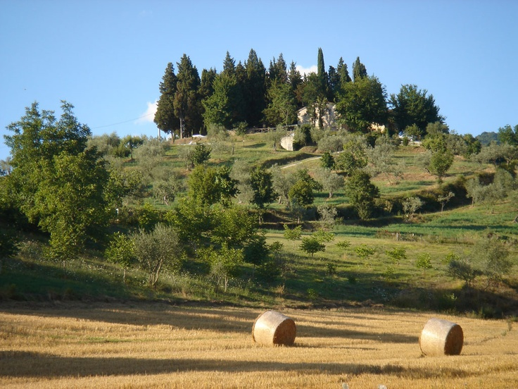 Il Poggio Alle Ville - Tuscany: Villa Montagna seen from the fields below after summer harvest