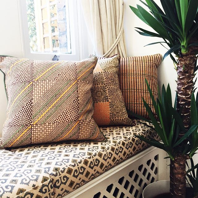 We absolutely love the combination of colours and the traditional multicoloured geometric patterns of these cushion covers. Inspired by the colours of beautiful Indian beaches, each cover features hand block printed designs and traditional embroideries. In our shop now #anokhacollection #thatsdarling #greenedit #myplantlovinghome #plantsarefriends #plantsmakepeoplehappy #urbanjunglebloggers #ihavethisthingwithtextiles #pursuepretty #myhomevibe #livealifeyoulove #designinspo #decor...