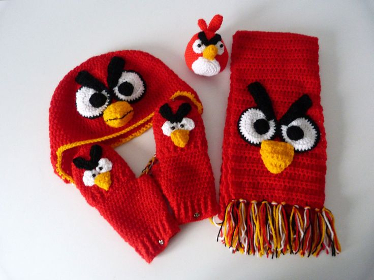 KIT (Hat, Scarf, Gloves and little toy) of ANGRY BIRDS for children, done by order (Crochet). €35.00, via Etsy.