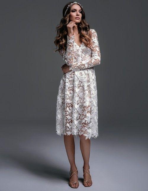 Bruna to suknia w stylu boho, idealna na ślub cywilny, przyjęcie weselne w ogrodzie Sukienka ma rozkloszowany fason Modelka nosi rozmiar…