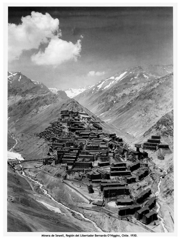 sewell, Chile. Vista general del Campamento minero de Sewell. La infraestructura de la ciudad andina se construyó en el único cerro cerca del yacimiento El Teniente, en el cual, no se corrían riegos de avalanchas directas