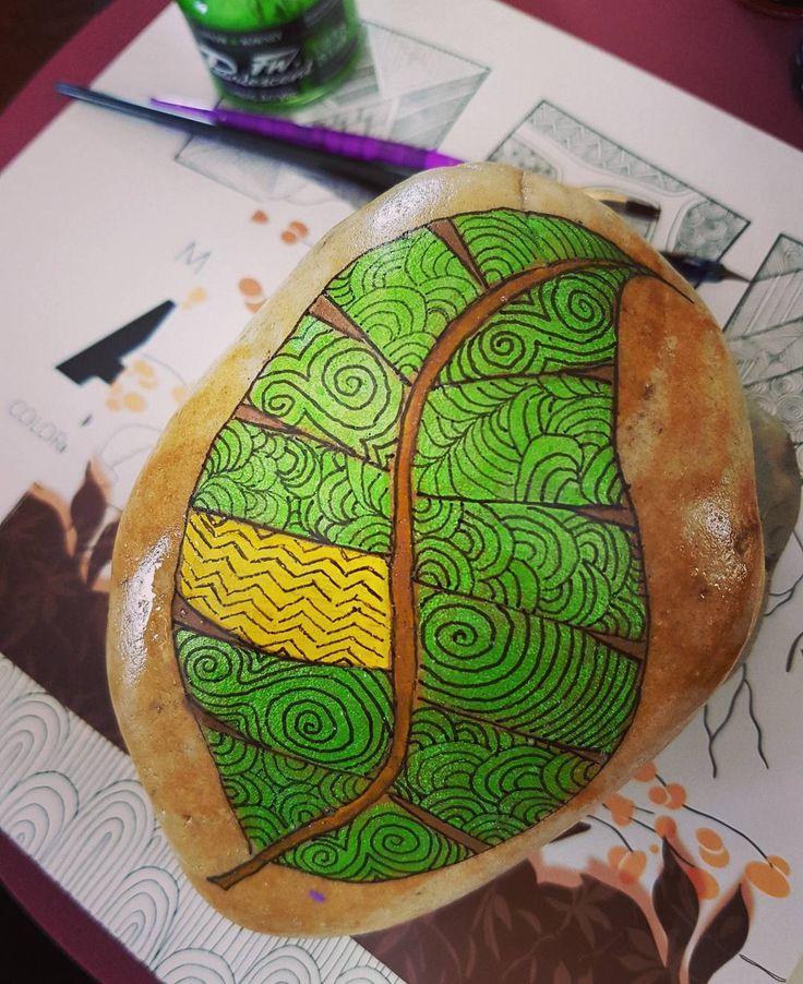 "42 Likes, 5 Comments - Sandra Suazo (@stonesbysandra) on Instagram: ""#leaf #zen #zentangle #doodling #brightside #handpainted #green"""