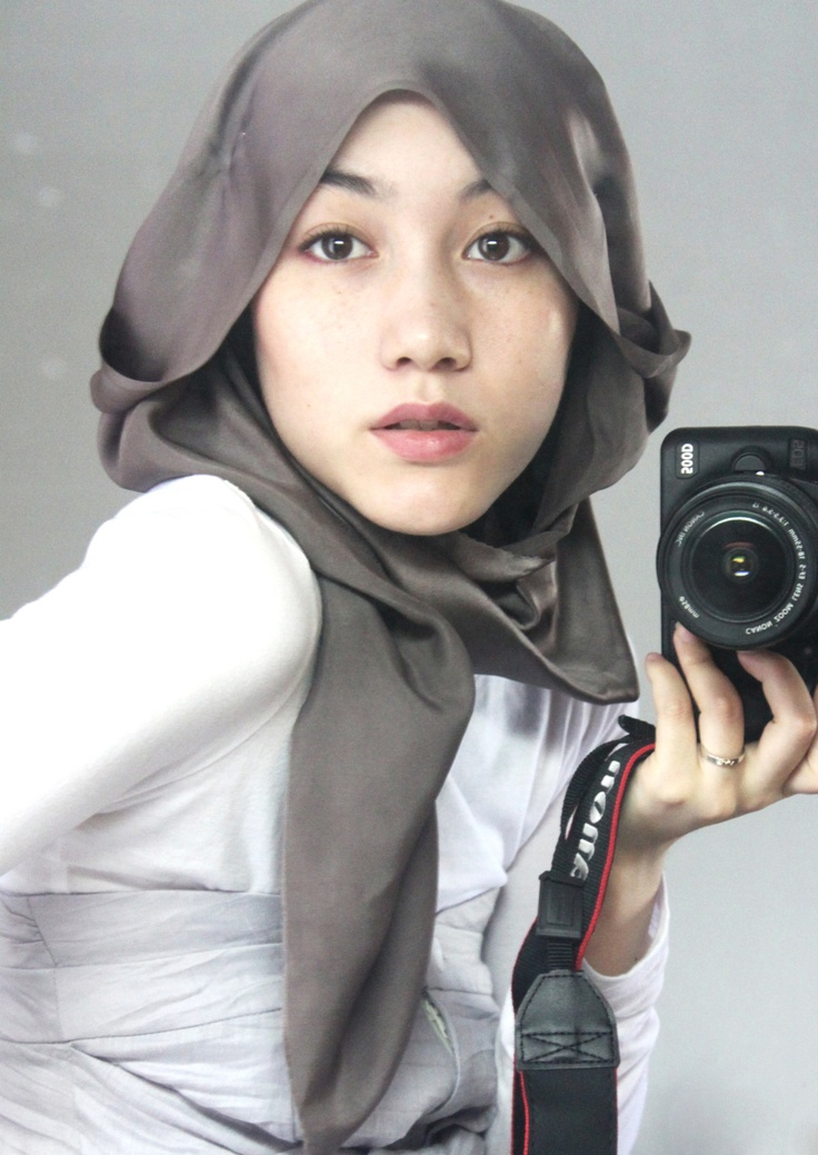 Hana Tajima (designer, fashion blogger of British and Japanese heritage), who redefined the concept of Hijabi Fashionista....pissing off conservatives.