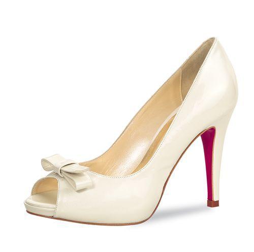 High Heel Peeptoe Noor      Fashion-inspirierter High Heel Peeptoe der Elsa Coloured Shoes Brautschuh-Linie Fiarucci im Farbton Perle     Aus glänzendem Lackleder (Patent Leather) mit Perleffekt     Absatzhöhe ca. 10,0 cm