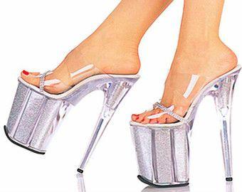 image Tacones de 7 pulgadas y calcetines tobilleros blancos