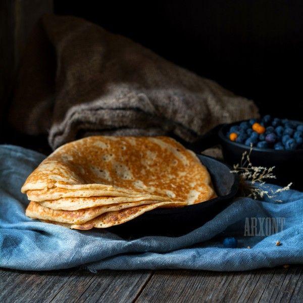 Пухленькие, сочные, с дырочками - идеальны для того, чтобы обмазывать вареньем, мёдом или сметаной да извозиться по локоть :) Рецепт.