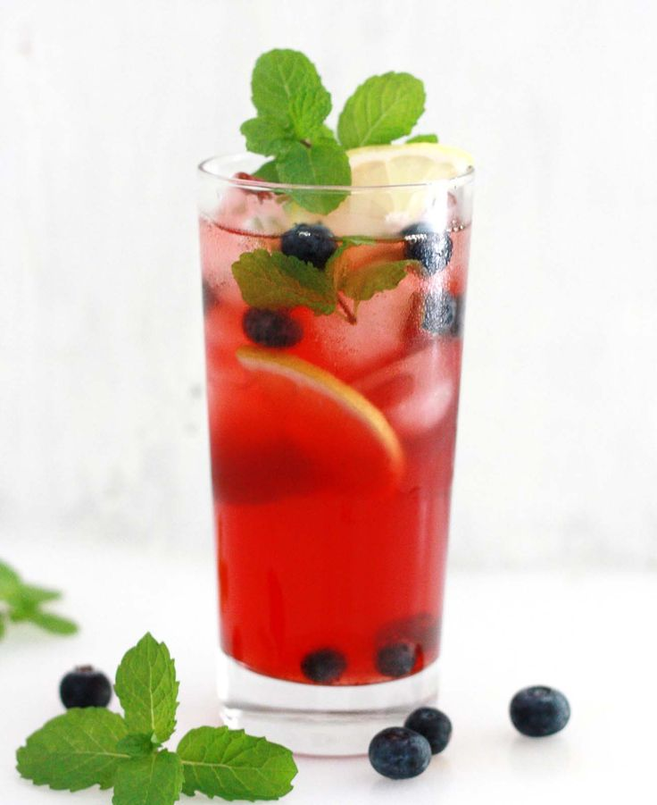 The Blueberry and Lemon Iced Tea Recipe, is a refreshing drink made from blueberries, lemon and tea.