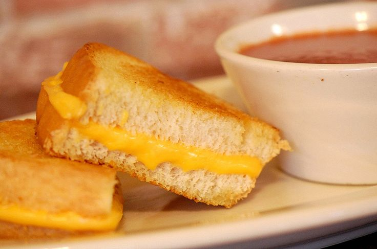 Tom+ Chee  Cincinnati: Eating Free, Chee Cincinnati, Cheese Months, Cheese Sandwiches, Cheese Tomatoes Soups, Gourmet Chee, Grilled Cheeses, Comforters Food, Chee Sandwiches