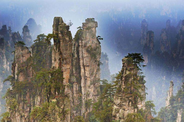 Las montañas flotantes Hallelujah de Avatar existen y están en China. Zhangjiajie fue el primer Parq... - Corbis. Texto: Redacción Traveler