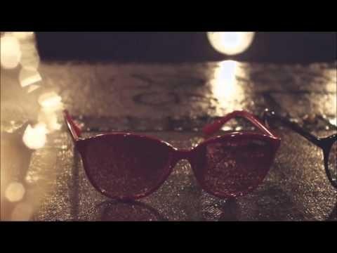 Happy Valentine's Day! Vogue Eyewear | Amore beat In occasione di San Valentino,  Vogue Eyewear propone una nuova collezione di moda Amore Beat.  Esso ruota intorno a tre modelli solari, glamour, freschi e femminili, che conferma lo spirito e l'ispirazione del brand.  Ogni modello è disponibile in tre colori - rosa e ciliegia, olio e verde o nero eterna - con un dettaglio a forma di cuore luce applicato alla punta dei rami.