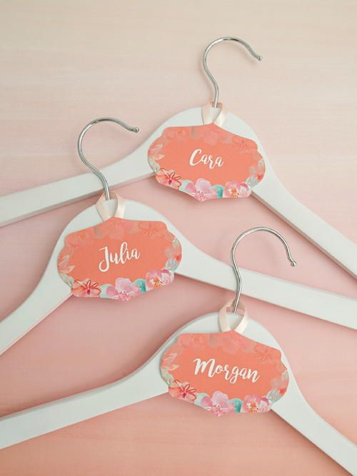 Wedding Hanger Printable Name Tags | These printable name tags will help you make beautiful personalized wedding hangers for your wedding day.