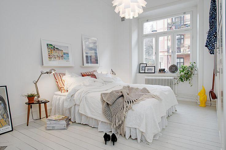 Alvhem Mäkleri och Interiör | För oss är det en livsstil att hitta hem. bed room home interior decor style floor window lamp light