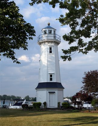 Grand Island Front Range Lighthouse, New York at Lighthousefriends.com