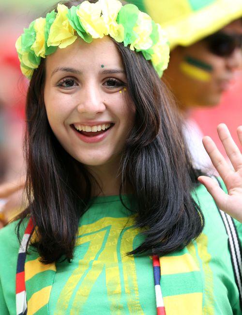 笑顔を見せるブラジル美女サポーター - 美女。日刊スポーツ新聞社のニュースサイト、ニッカンスポーツ・コムのブラジルW杯特集。ニュース、写真、速報、日程、日本代表情報、出場国、組み合わせ、注目選手を掲載。