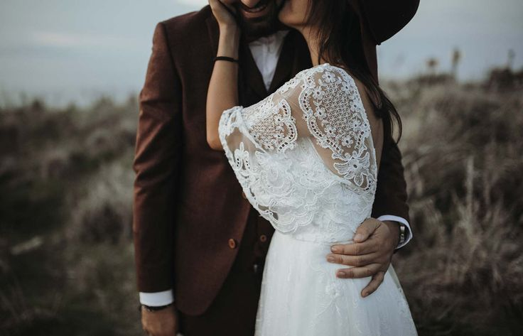 Magisch Magisch sizilien destination wedding berge meer hut boho vintage shabby weddingdress outdoor hochzeit fotostudioschwarzenbach oberfranken bayern hochzeitsfotograf liebe married couple