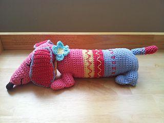 Free Knitting Pattern For Dachshund Dog : Dachshund, Crochet kits and Knitting magazine on Pinterest