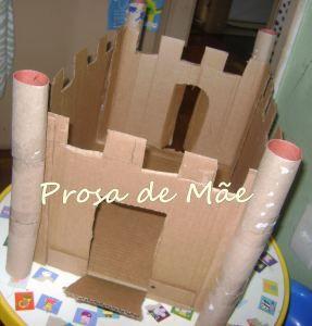 Castelo de caixa de papelão http://prosademae.blog.br/castelo-de-caixa-de-papelao/