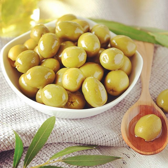 Olive oil is good for lowering cholesterol, increasing heart health, and burning fat. It is rich in antioxidants, Vitamin E, and Vitamin K.   Visit our website to learn more :-) www.en.sharehows.com