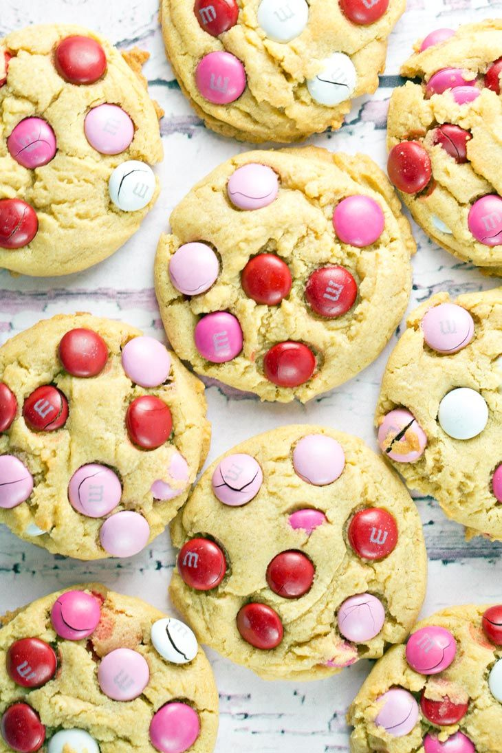 M&M Pudding Cookies: with a rich vanilla flavor and the crunch of M&Ms, these soft and chewy cookies are hard to beat! Use regular M&Ms year round or special colors for your favorite holiday! {Bunsen Burner Bakery}