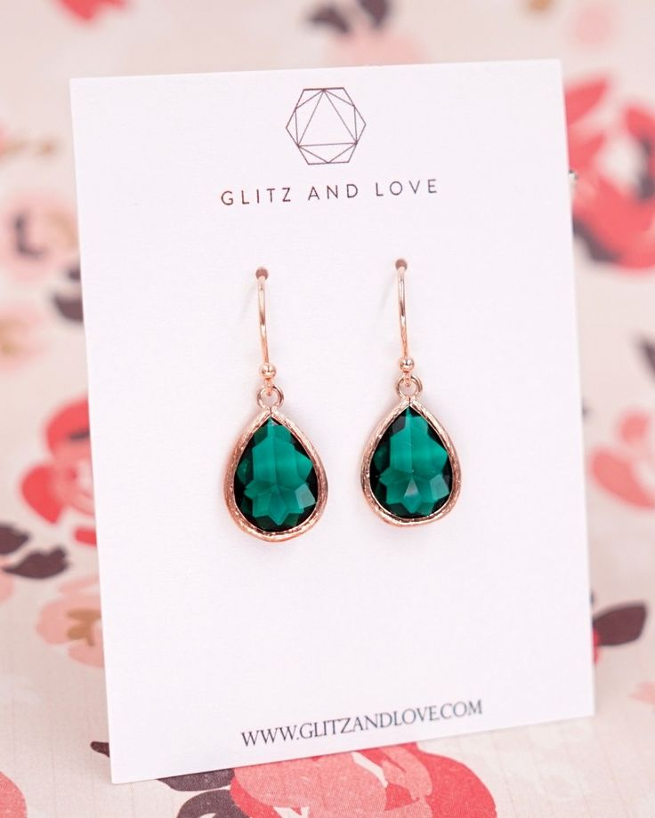 Emerald Green Teardrop jewelry set. Perfect handmade bridal jewelry for simple and classy brides and bridesmaids. Earrings, Necklace, Bracelet, Rings. More color available. www.glitzandlove.com See more here: https://www.glitzandlove.com/products/emerald-teardrop-earrings-in-rose-gold