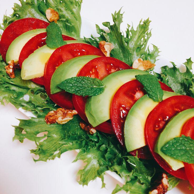 アボカドトマトサラダくるみ添え Avocado Tomato Salad with Walnuts