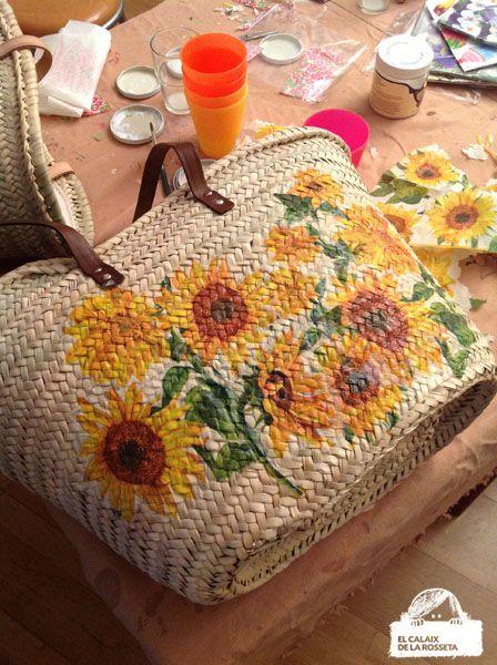 Ksa Cristina, taller de capazos de mimbre en decoupage y pintura | El Calaix de la Rosseta