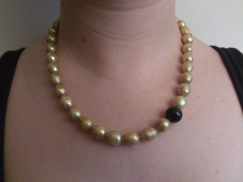 Perla en color dorado