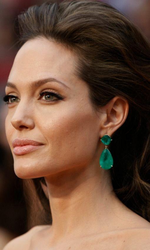 Angelina Jolie : Pendientes de esmeraldas de Lorraine Schwartz