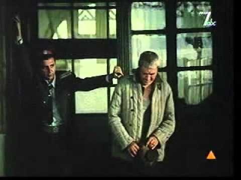 """Cel mai iubit dintre paminteni (1993) cu Dorel Visan, Gheorghe Dinica, Stefan Iordache.Petrini, filozof de profesie, e ridicat de Securitate, din pasnicul sau camin, si supus anchetei, din cauza unei scrisori interceptate pe care unul dintre fostii sai colegi de faculatate o incheia cu un banc stupid, schimbat frecvent intre ei: """"Astept ordonante"""". Experienta de detinut in universul concentrationar si apoi intre zidurile la fel de inchise, ale """"libertatii"""" ii largesc eroului orizontul…"""