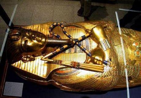 """رئيس الآثار الأسبق: رأي عالم المصريات البريطاني بشأن نفرتيتي """"غير منطقي"""""""