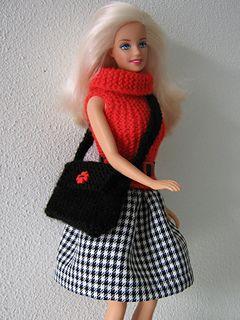 Geruite rok, rode trui en tas voor Barbie.