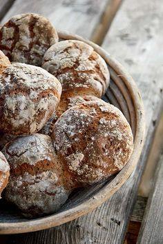 Alm-Rezepte: Vinschgerl - Plötzblog - Selbst gutes Brot backenPlötzblog – Selbst gutes Brot backen