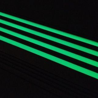FORINN Trapprofiel luminescerend.  De hoogwaardige luminescerende voegen in de trapprofielen geven 8-12 uur lang licht af zodat traptreden ook in het donker of bij rookontwikkeling zichtbaar blijven.