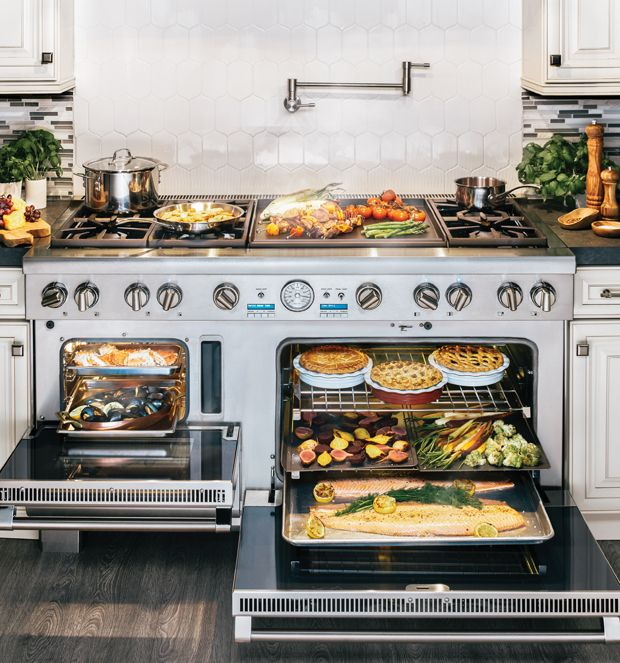 Customize the Thermador Pro Grand® Range to suit your cooking style! Each one comes with six Star® burners. The unique star shape, first introduced in 1998, provides more flame ports and more even heating compared to round burners of the same size.