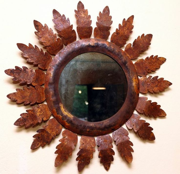 Mirror Sun Handcrafted from a frame in harmonic steel (corten) with applied acanthus leaves. The leaves are in lamina oxidized to give an aged mirror effect. #artigianato #madeinitaly #mirror #specchio #ossidazione